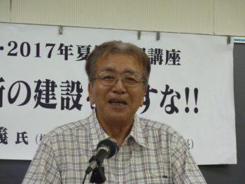 熱演する渡邉知義さんは横根高原の自然を守る会事務局長